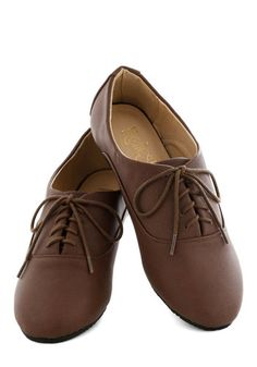 The Root of Cute Flat: Ladies add a gentlemanly hint to your haute wardrobe with these dapper Oxford flats. Characterized by their down-to-earth appeal this mahogany-brown shoe poli… #1960s #60s #Retro #Vintage #Brown, #ModCloth, #TheRootOfCuteFlat