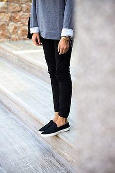 grey sweatshirt top, black skinnies or leggings and black slip-ons