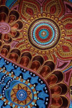Купить или заказать Пейсли.Декоративная тарелка из коллекции 'Сокровища Махараджей' в интернет-магазине на Ярмарке Мастеров. Декоративная тарелка в технике точечной росписи с пряным восточным орнаментом. В комплект к вещице добавлен подвес для надежного крепления тарелки на стену. ------------------------------------------------------------------------- Полезная информация о том,как правильно составить композицию с тарелками в Вашем интерьере…