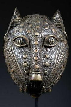 Africa | An Ife bronze leopard head from Nigeria | Made using the lost wax technique | ca. 60 years old