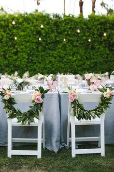 chaises de maries couronnes de fleurs