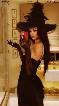 I adore this image of Kendall Jenner. She's so cute and it makes me smile. I hope everyone is looking forward to the upcoming Halloween holiday, and I hope you're having a fabulous weekend with your loved ones! Looks Halloween, Hot Halloween Costumes, Trendy Halloween, Halloween Inspo, Couple Halloween, Diy Witch Costume, Diy Halloween, Group Halloween, Halloween Photos
