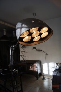 Lamp from 1950, with 7 pears (!). It was used in a carshop to dry paint on cars. And it would fit nicely in my home.