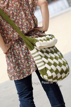 Entrelac Messenger Bag - free knitting tutorial with plenty of pictures (linen included!!!)