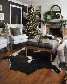 Rustic + natural = Farmhouse perfection. Who else would love to be sipping hot cocoa in @dearlillie's holiday #livingroom? 🎄☕️ {link in profile to shop} #jmholidaystyle #homefortheholidays #farmhouseholiday