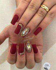 Unhas artísticas, unhas decoradas, unhas com pedras e adesivos de unhas 2018 Take Off Acrylic Nails, Acrylic Nail Art, Rhinestone Nails, Bling Nails, Matte Nails, Red Nails, Subtle Nail Art, Bridal Nail Art, Short Nails Art