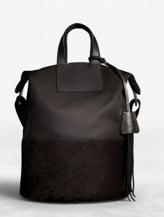 ARDEN NYLON 550 GBP Acne Arden Nylon is a bucket bag that can be carried or slung over the shoulder. Leather Backpack, Leather Bag, Leather Handbags, Black Leather, Sacs Design, Best Bags, Nylon Bag, Acne Studios, Looks Style