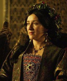 Katharina Von Aragon, Tudor Fashion, Catherine Of Aragon, Fashion History, Movie Tv, Lady, Medieval, Diamonds, Bear