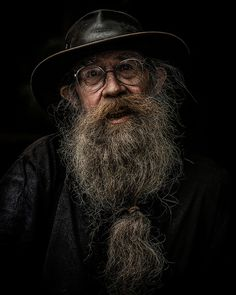 Man with beard in Dragan style Old Man Portrait, Foto Portrait, Art Photography Portrait, Portrait Art, Street Photography, Old Man Pictures, Hyper Realistic Paintings, Old Faces, Face Reference