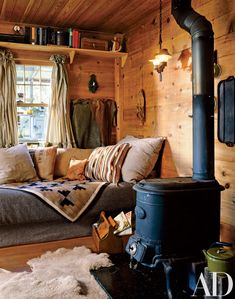 Mimi London Turns a One-Room Hideaway on Lake Michigan Into a Rustic Refuge - Cabin interiors - Tiny House Cabin, Log Cabin Homes, Cozy House, Cozy Cabin, Log Cabins, Rustic Sofa, Interior Styling, Interior Design, Cozy Living Rooms