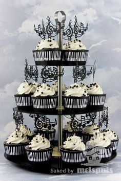 piano music notes cupcakes  www.coltuldulce.ro