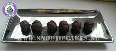 Cookiebons, cookiedough gedompeld in heerlijke chocolade