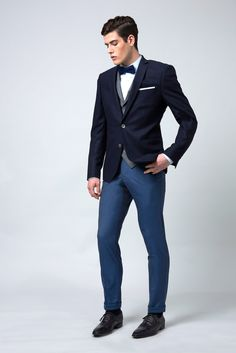 Blazer sur mesure marine, sur pantalon bleu outremer