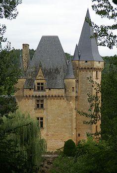 Le château de Clérans à Saint-Léon-sur-Vézère.