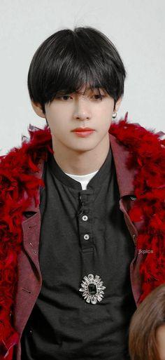 Daegu, Bts Boys, Bts Bangtan Boy, V Bts Wallpaper, Fashion Wallpaper, V Bts Cute, Bts Aesthetic Pictures, Album Bts, Bts Lockscreen