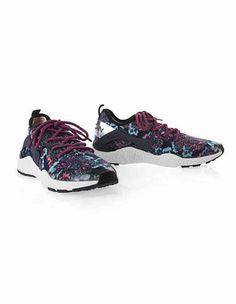 https://www.marc-cain.com/Shop/Schuhe/Sneakers/Sneaker-aus-gestricktem-Blumenjacquard-1-cyan.html