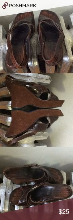 Stuart Weitzman brown leather sandals  8.5 Brown textured leather sandals with suede wedge heels. This is a re-posh.  Only worn 2x. Unfortunately my foot issues prevent me from  keeping them 🙁 These are in great condition!  Please ask questions before purchasing. All items come from 🚭, 🚫pet home. Stuart Weitzman Shoes Wedges