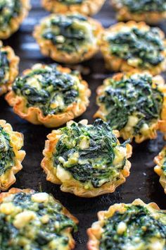 Make these adorable and delicious Easy Spanakopita Bites and surprise your guests and family with a new twist on a traditional Greek dish. Everybody knows about traditional Greek spinach pie called Spanakopita. And more importantly, everybody Greek Appetizers, Appetizers For Party, Appetizer Recipes, Finger Food Appetizers, Quiche, Greek Dishes, Cooking Recipes, Healthy Recipes, Cannoli