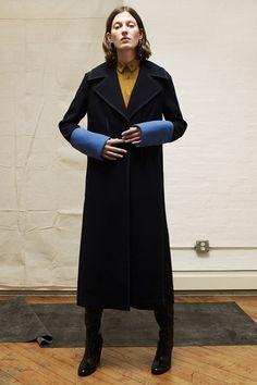 Guarda la sfilata di moda Colovos a New York e scopri la collezione di abiti e accessori per la stagione Collezioni Autunno Inverno 2017-18.