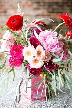 gorgeous pink + red centerpiece | Lauren Rosenau #wedding