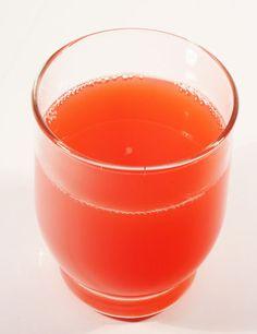 Suco de acerola     -  Ingredientes - 1 embalagem de polpa de acerola - 1 col. (sopa) de suco de limão - 1 col. (chá) de mel - 100 ml de água mineral sem gás - gelo picado  Modo de fazer Bata todos os ingredientes no liquidificador e consuma imediatamente.
