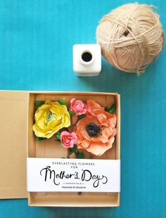 Gift box with paper flowers perfect for Mothers Day by @Luvocracy