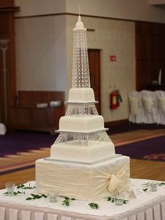 The Chic Technique: Eiffel Tower wedding cake. French Wedding Cakes, Elegant Wedding Cakes, Beautiful Wedding Cakes, Wedding Cupcakes, Paris Birthday Cakes, Paris Themed Cakes, Bolo Paris, Cake Paris, Quinceanera Cakes