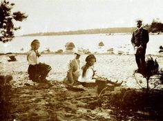 Olga, Tatiana, & Alexandra relaxing on the beach in Finland, ~1908/09