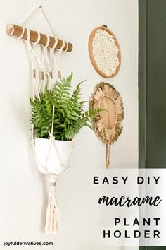 Easy DIY macrame plant holder // Learn how to make this simple DIY macrame wall hanging plant holder! You can bring a fun bohemian flare to any room in the house with this quick and easy step by step tutorial, PLUS, it's perfect for beginners! Wall Plant Holder, Macrame Plant Holder, Macrame Plant Hangers, Plant Holders Diy, Macrame Wall Hanging Diy, Hanging Plant Wall, Diy Simple, Easy Diy, Easy Crafts