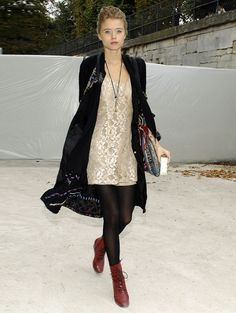 Abbey Lee Kershaw lether brick boots+black tights+lace gress+black coat+bho brick and blue bag