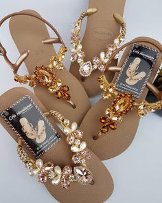 No photo description available. Bling Sandals, Bridal Sandals, Bling Shoes, Open Toe Sandals, Shoes Sandals, Bling Flip Flops, Decorating Flip Flops, Jeweled Shoes, Beautiful Sandals