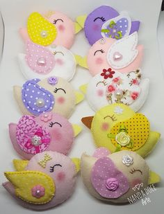 Passarinhos de feltro Felt Crafts, Easter Crafts, Crafts For Kids, Baby Shawer, Brooches Handmade, Creative Kids, Sewing Projects, Sonia Franco, Festive Bread