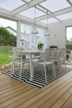 Inspiration & design - Like this sunroom! Outdoor Areas, Outdoor Rooms, Outdoor Dining, Outdoor Furniture Sets, Outdoor Decor, Veranda Pergola, Deck With Pergola, Patio Roof, Outdoor Landscaping