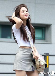 Asian Model Girl, Korean Model, Bae, Pre Debut, Airport Style, Airport Fashion, Pretty And Cute, Girls Jeans, South Korean Girls
