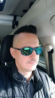 Mirrored Sunglasses, Mens Sunglasses, Shaved Sides, Bowl Cut, Men's Hair, Cool Haircuts, Shaving, Hair Cuts, Fashion