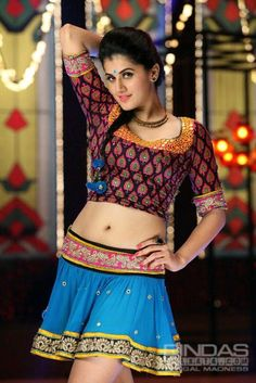 Sexy Unseen Indian girls pic: Navel pics of hot tapsee pannu