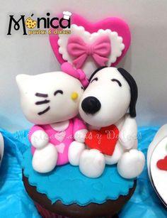 Modelado de Snoopy y Hello Kitty con detalles únicos en ellos, visita la página de Molnica Pastas y Dulces