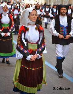 Sardinian Folk Costumes - Costumi Sardi: Atzàra