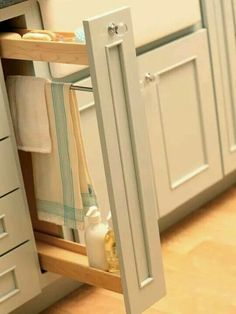 20 Smart Kitchen Storage Ideas Clear the Countertops Stash dishwashing supplies out of sight. This narrow pullout provides sink-adjacent storage for dish soap, scrub brushes and hand towels. Plus, a towel rack allows the dish towel to dry after use. Smart Kitchen, Kitchen Redo, Kitchen Pantry, Kitchen And Bath, Kitchen Cabinets, Organized Kitchen, Kitchen Small, Kitchen Towels, Awesome Kitchen