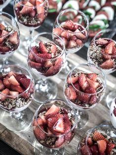 Yoga mit Freunden 2019 – Yogaretreat, Algarve  #yogawithfriends #yogaretreatalgarve #yogafun #yogaretreat #yogaammeer #yogaalgarve #strawberries #dessert Algarve, Yoga Retreat, Strawberries, Breakfast, Desserts, Food, Good Food, Morning Coffee, Meal