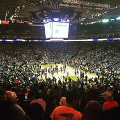 My brother surprised us with tickets to the #Warriors game! #blessed #family #thankful #basketball @kevinkev_415 @vaascencio