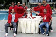 Pako Ayestaran (third left) with Rafa Benitez and Anfield team including David Moores and Rick Parry (right) celebrate #LFC's 2005 Champions Leage win
