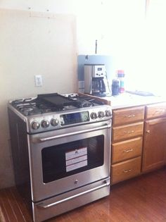 New kitchen stove! Yay, we can cook again.