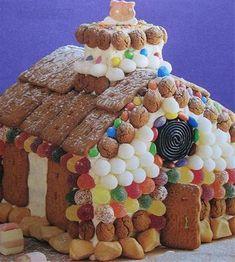 Snoephuisje maken op een makkelijk manier, geschikt voor groot en klein. Van ontbijtkoek, snoepjes (tumtum, smarties, spekkies) en speculaasjes maak je