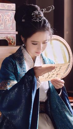 61ae56e44 Oriental Dress, China Girl, Ancient China, Chinese Clothing, Chinese Art,  Chinese