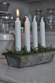 Advent candles -Make a set for the kids when they have their first Christmas in their own homes. Swedish Christmas, Noel Christmas, Scandinavian Christmas, Country Christmas, Simple Christmas, Winter Christmas, All Things Christmas, Vintage Christmas, Christmas Crafts