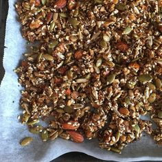 Sugar-free, crunchy granola that keeps you saturated for a long time! - Sugar-free, crunchy granola that keeps you saturated for a long time! Good Healthy Recipes, Healthy Choices, Healthy Snacks, Snack Recipes, Crunchy Granola, Low Carb Diet, Clean Eating, Brunch, Food And Drink