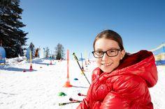 Winterurlaub im Salzburger Land. Skiurlaub im Alpendorf mit der Familie. Kinderskischule, Kinderskigebiet und Skiverleih für Kinder im Hotel Sonnhof