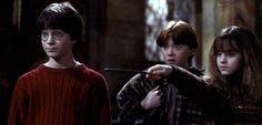 """A autora da famosa saga de livros que narra a história do jovem bruxo Harry Potter, J. K. Rowling, tem usado seu twitter para lançar uma série de charadas para os fãs. E o mais intrigante: são charadas para seu novo projeto, o filme de """"Animais Fantásticos e Onde Habitam"""". Confira! Os fãs ainda não …"""