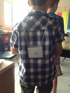 Leerlingen krijgen elk een kaartje rond zich. De leerlingen mogen eventjes naar hun eigen kaartje kijken. De andere leerling moet proberen te raden welk getal jij hebt. Hij doet dit door concrete vragen te stellen ivm het aantal tiental of eenheden. Heeft je getal twee tientallen ? Neen. Elk om de beurt. Dan gaat de leerling over naar een andere vraag.